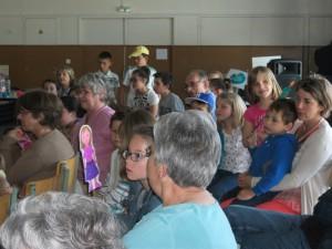 Le public attentif à la prestation des jeunes !
